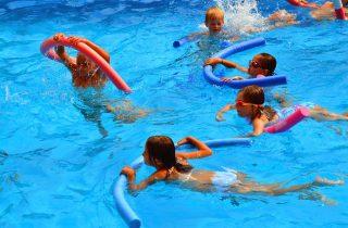 bambini gratis in piscina